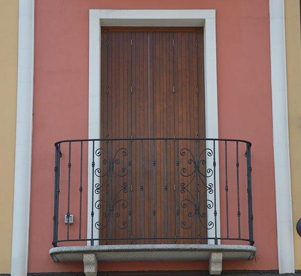 Ringhiera parapetto in ferro per balcone: sicurezza e personalizzazione